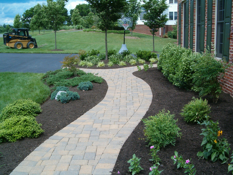 Paver walkways neat ideas pinterest for Paved front garden designs